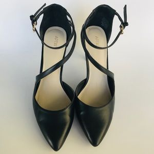 Black Nine West with low conservative heel Size 10